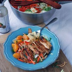 Sammy's Woodfired Pizza recreation of Chinese Chicken Salad Chinese Cabbage, Chinese Chicken, Salad Cake, Napa Cabbage, Cooking Recipes, Healthy Recipes, Copycat Recipes, Chicken Salad, Salad Recipes