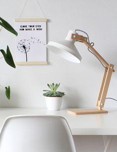 Scandinavische houten tafellamp Bronq Woody wit