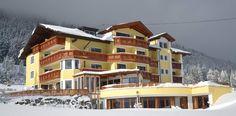 Hotel Humlerhof das Wanderhotel und Skitouren Unterkunft im Wipptal.  Im Winter bietet das Wipptal fantastische Skitouren und im Sommer herrliche Wanderungen und Bergtouren an.