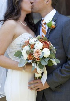 love this for a fall wedding bouquet