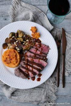 Weihnachtliches Rinderfilet mit Lebkuchensoße | Rezept | Kochen Grilled Beef Tenderloin, Sauce Recipes, Cooking Recipes, Brandy Sauce, Spareribs, Tender Steak, How To Cook Steak, Greek Recipes, Weeknight Meals