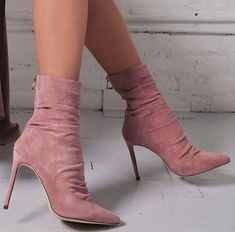 Booties #shoes #shoesaddict #sandals #zapatos #estilo #fashion #style #vanessacrestto #stiletto #boots