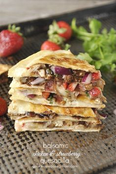 Balsamic Chicken & Strawberry Quesadilla is an amazing flavor combination. I great combination of textures and flavors. Great Recipes, Dinner Recipes, Favorite Recipes, Breakfast Recipes, Paninis, Quesadillas, Pita, Cooking Recipes, Healthy Recipes
