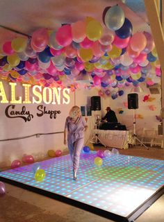 How to make a balloon ceiling