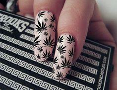 Weeds Nails: la nueva tendencia en uñas, ¿una locura o una protesta?