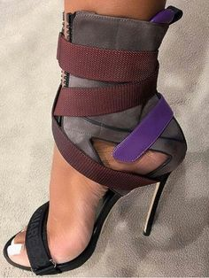 48 High Heels That Look Fantastic - Shoes Market High Heels That Look Fantastic heels Shoes Heels Heeled shoes have always been challenging for all of us women. Hot Shoes, Crazy Shoes, Me Too Shoes, Women's Shoes, Shoe Boots, Shoes Sneakers, Strappy Shoes, Stilettos, Pumps Heels