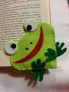 Green felt frog corner bookmark