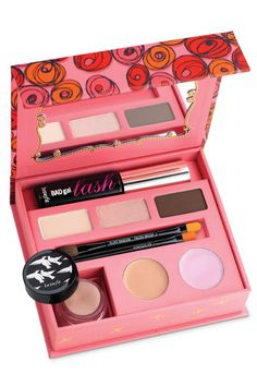 Passeport to Posh from Benefit. This would be a perfect compact for quick face and eyes