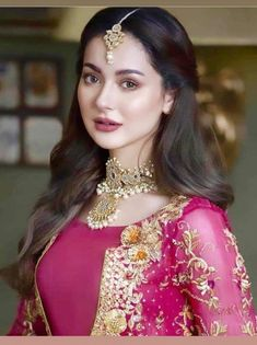 Pakistani Fashion Party Wear, Pakistani Girl, Pakistani Actress, Velvet Dress Designs, Beauty Full Girl, Girls Dpz, Girl Pictures, Girl Pics, Beautiful Outfits