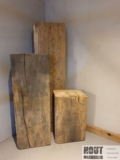 Shelf Furniture, Wood Furniture, Wood Crafts, Diy And Crafts, Ceramics Projects, Wooden Stools, Different Textures, Wood Beams, Old Wood