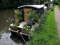I did a canal boat trip in England about 25 years ago. I did a canal boat trip in England about 25 years ago. Canal Barge, Narrowboat Interiors, Houseboat Living, Houseboat Ideas, Dutch Barge, Floating House, Floating Garden, Living On A Boat, Bohemian House