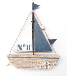 Wooden sailboat to pose d - Wood Decora la Maison Wooden Sailboat, Wooden Boats, Deco Marine, Nautical Bathrooms, Sea Glass Art, Small Boats, Beach Art, Bird Houses, Driftwood