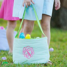🐰 🐥 Don't forget to order your Easter basket 🐥 🐰 April 5th is the last day to purchase for Easter delivery! Shop: http://southerngirlthreads.com/easter-bucket/ #monogram #monogrameverything #seersuckerbaskets #easterbasket #easter #EasterEggHunt #huntintime #southergirlthreads