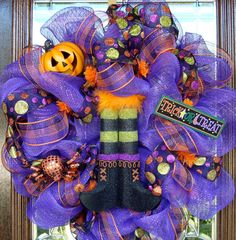 WITCHES BOOTS HALLOWEEN WREATH