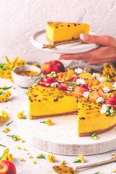 #Cheesecake #easy #recipe #einfache #topping Diese einfache vegane Mango Torte wird aus einem knusprigen Keksboden mit cremiger Cheesecake Schicht und Maracuja Topping zubereitet und gelingt ohne Backen Der Vegane Käsekuchen ist fruchtig süß erfrischend und schmeckt so lecker wie exotisches SoleroEisbrp classfirstletterWe produce our web page for the knusprigen subjectPlease scroll down with the greater content about knusprigenpDiese einfache vegane Mango Torte wird aus einem knusprigen… Easy Vanilla Cake Recipe, Chocolate Cake Recipe Easy, Easy Cake Recipes, Healthy Dessert Recipes, Vegan Desserts, Easy Desserts, Health Desserts, Pie Recipes, Venison Recipes