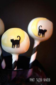 468052731da black cat moon cakepops Halloween Cake Pops, Halloween Cookies, Halloween  Cat, Halloween Treats