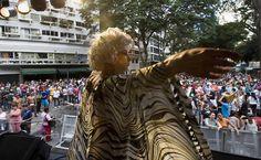 27/jan/2013 - BRASIL - SÃO PAULO - LARGO do AROUCHE - Público GLBT se diverte durante apresentação do bloco carnavalesco Banda do Fuxico, no Largo do Arouche, centro da capital. By FSP.