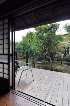 幅の広いウッドデッキのテラスでは、ワークショップも開催。星空も眺められる。 Green Garden, Clematis, Deck, Patio, Outdoor Decor, House, Image, Japanese, Design