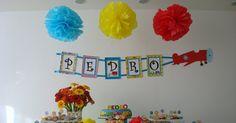 Festa com o tema carrinhos... Colorida e totalmente homemade para um menininho muito especial! Tudo feito por nós, mãe, avó e dinda do ...