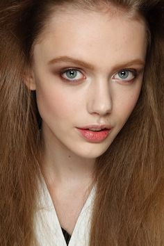 Faces So Beautiful It Hurts - Frida Gustavsson Girl Senior Pictures, Senior Girls, Most Beautiful Eyes, Gorgeous Women, Frida Gustavsson, Cute Young Girl, Girl Poses, Woman Face, Eyebrows