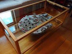 billedresultat for millennium falcon vitrine millenium. Black Bedroom Furniture Sets. Home Design Ideas