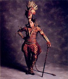The Original Broadway Cast of Disney's The Lion King Mufasa :: Sarabi :: Young Nala and Simba :: Simba :: Nala:: Rafiki :: Pumba and Timon :: Zazu :: Scar :: The Hyenas (Ed, Shenzi, and Banzai) Musical Rey Leon, Lion King Musical, Lion King Broadway, Broadway Costumes, Theatre Costumes, Cool Costumes, Musical Theatre, Dance Costumes, Costume Ideas