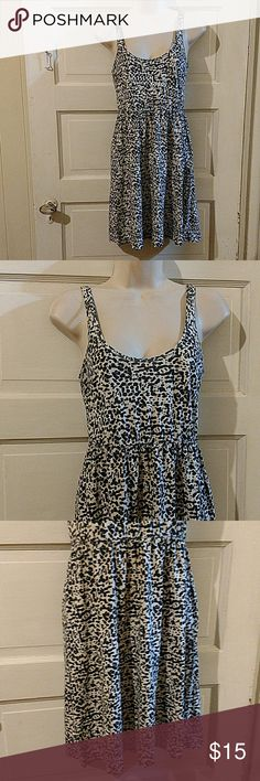 H&M Sleeveless Leopard Skater Dress S Junior's H&M sleeveless cream, black, and brown cotton leopard print skater dress. Size Junior's Small. Bust: 30 inches, High Waist: 24-26 inches, Waist is free, Hips are free, Length: 34 inches shoulder to hem. A little faded. Orrreise in good condition. H&M Dresses Mini
