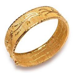 Senco Gold offers best quality Gold Rings, Earrings, Necklace with wide varieties of collections. Buy Gold & Diamond Jewellery Online from the Leading Online Jewellery Store. Gold Ring Designs, Gold Bangles Design, Gold Earrings Designs, Nose Ring Jewelry, Indian Jewelry Earrings, 1 Gram Gold Jewellery, Gold Jewelry, Gold Necklace, Hand Accessories