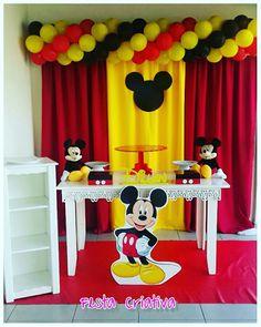 Festa tema Mickey Mouse... um clássico! Mickey 1st Birthdays, Mickey Mouse Birthday Invitations, Mickey Mouse First Birthday, Mickey Mouse Baby Shower, Mickey Mouse Clubhouse Birthday Party, Minnie Birthday, Mickey Party, Theme Mickey, Fiesta Mickey Mouse