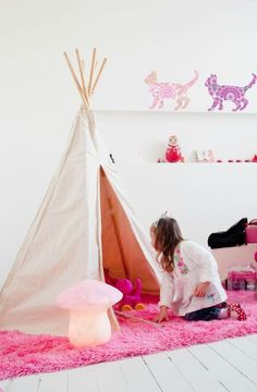 Little People : Girls Room (LOVE the tee pee!)