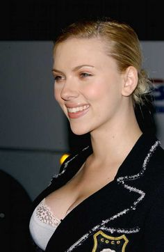 Scarlett Johansson hot photos and videos Scarlett And Jo, Black Widow Scarlett, Black Widow Natasha, Beautiful Female Celebrities, Beautiful Actresses, Scarlett Johansson, Hollywood Stars, Hollywood Actresses, Celebs