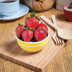 Fruit Shoot, Photo On Wood, Wood Table, Fresh Fruit, Flat Lay, Photo Ideas, Food Photography, Juice, Strawberry