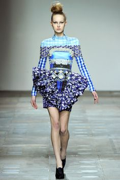 Mary Katrantzou Fall 2012 Ready-to-Wear Fashion Show - Merilin Perli