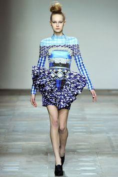 Mary Katrantzou Fall 2012 Ready-to-Wear Fashion Show - Merilin Perli