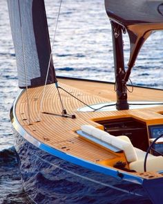 sizzler castro design yacht tony Sizzler Tony Castro Yacht DesignYou can find Yacht design and more on our website Yacht Design, Boat Design, Design Art, Classic Yachts, Yacht Interior, Naval, Float Your Boat, Wood Boats, Yacht Boat