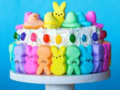 8 Adorable Edible Treats to Make with Marshmallow Peeps is part of Adorable Edible Treats To Make With Marshmallow Peeps - Give a shout out to all of your Peeps with one of these easy sweet treat recipes from Food Network Easter Peeps, Easter Treats, Easter Food, Happy Easter, Marshmallows, Easter Buffet, Desserts Ostern, Easter Cupcakes, Easter Cake
