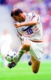 Il ballerino di Francia:Zidane #Francia #Campione #StoriaDelCalcio #ZinedineZidane #Zidane #tocco #Juventus #RealMadrid #Leggenda #CalcioModerno #CalcioStory #storiadelcalcio #Mondiali #Materazzi