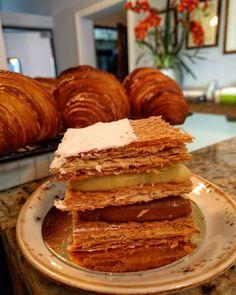 """342 Likes, 10 Comments - Miranda Bakery & Cafe 🍪 (@miranda_bakery) on Instagram: """"Mil Hojas de Crema Pastelera y Dulce de Leche para alegrar la tarde del lunes, acompañalo con un…"""""""