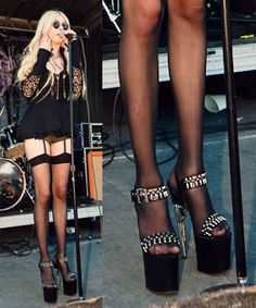 ★★★★★ Pleaser Sexy Shoes 7 Inch Gun Heel Ankle Strap Platforms Sandals with Bullet Estilo Taylor Momsen, Garters And Stockings, Men In Heels, Stripper Shoes, Women Of Rock, Rocker Style, Glam Rock, Pretty Shoes, Woman Crush