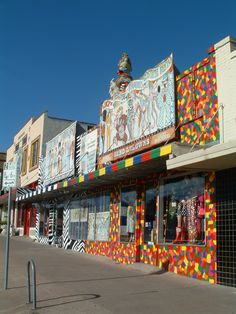 Find out more about the SoCo (South Congress) neighborhood in Austin Texas. Get a feel for what it is like to live in the hip SoCo Austin area. Austin Texas, Texas Usa, San Antonio, Oh The Places You'll Go, Places To Visit, Austin Shopping, Austin Neighborhoods, Small Planet, Belle Villa