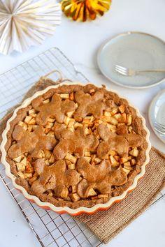 Speculaas appeltaart - Voor het heerlijke avondje! - Lekker en Simpel Baking Tips, Baking Recipes, Dessert Cake Recipes, Desserts, Home Food, High Tea, Sweet Recipes, Delish, Bakery