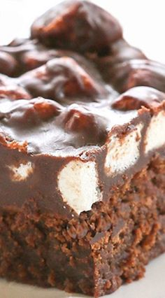 There are lots of recipes for Mississippi Mud Brownies out there but this one is perfection. Moist brownies topped with marshmallows! Brownie Recipes, Cookie Recipes, Dessert Recipes, Mississippi Mud Brownies, Rocky Road Brownies, Just Desserts, Delicious Desserts, Yummy Treats, Sweet Treats