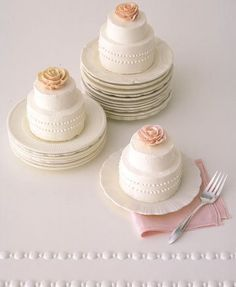 Looove these simple wedding cakes, they're so tiny & cute!