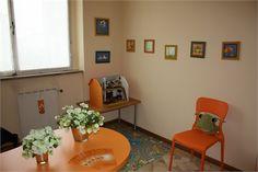 In questa stanza psicologhe e terapiste della Neuro e Psicomotricità dell'età evolutiva si dedicano ai bambini, svolgendo ad esempio attività di abilitazione, di riabilitazione e di prevenzione nei confronti delle disabilità dell'età evolutiva (fascia di età 0 – 18 anni).