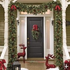 A Welcoming Christmas Front Porch Hmm Hang Garland Around The Brick Not Just Door