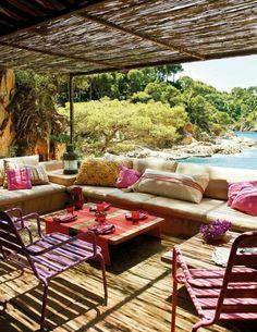... le cour de la maison, tables et chaises de jardin pas chers, design
