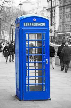 make classroom door look like a phonebooth