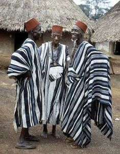 African clothing commonly refers to the traditional clothing worn by the people of Africa. Traditional African Clothing, African Clothing For Men, Traditional Outfits, Trendy Clothing, African Fashion Designers, African Men Fashion, Africa Fashion, Nigerian Outfits, Nigerian Clothing