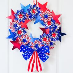 Make these 10 gorgeous yet easy patriotic wreaths that will brighten up your home, perfect for Memorial Day, of July, and other patriotic holidays. - wreath made of pinwheels and stars Patriotic Wreath, Patriotic Crafts, July Crafts, Summer Crafts, 4th Of July Wreath, Holiday Crafts, Patriotic Party, Holiday Ideas, 4. Juli Party