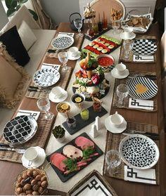 Breakfast Table Decor, Breakfast Platter, Brunch Table, Dinner Table, Food Table Decorations, Dinner Party Decorations, Decoration Table, Party Buffet, Buffet Set